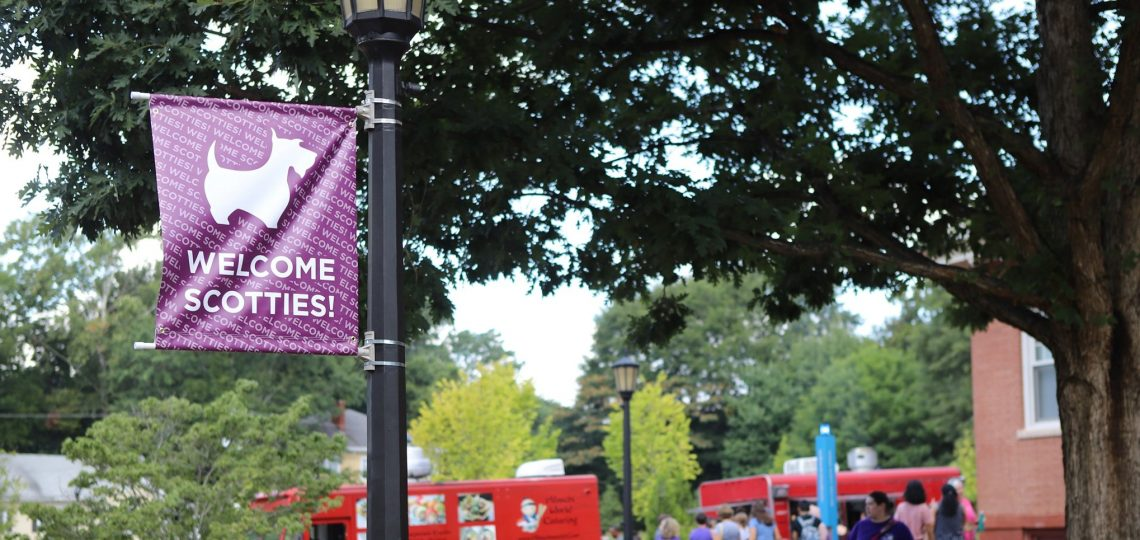 Photo of Agnes Scott Move-In day, Welcome Scotties banner.